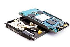 A comparação de uns 2.5 abertos conduz e SSD Foto de Stock Royalty Free