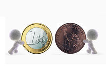 Comparación del dinero en circulación Fotos de archivo libres de regalías