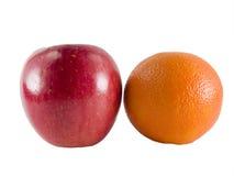 Comparar manzanas a las naranjas Imágenes de archivo libres de regalías