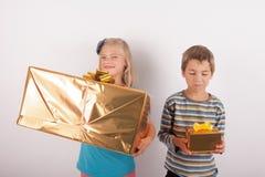 Compare los regalos Imagenes de archivo