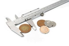 Compare preços - compasso de calibre e dinheiro imagens de stock royalty free