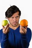 Comparer des pommes et des oranges image libre de droits