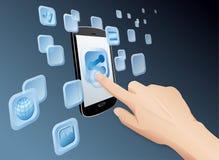 Compartilhando de media ao Web com o móbil da tela de toque imagem de stock royalty free