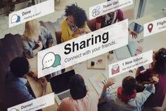 Compartilhando do conceito social de uma comunicação da conexão dos trabalhos em rede da parte fotos de stock royalty free