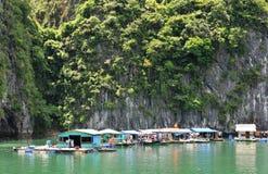 Compartiment de Halong, village de flottement du Vietnam photo libre de droits