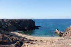 Compartiment et plage pittoresques Photo libre de droits