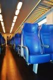Compartiment lumineux de train, par nuit Image libre de droits