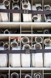 Compartiment van opgerolde brandslangen op een brandvrachtwagen Royalty-vrije Stock Afbeelding