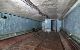 Compartiment van oude verlaten gebouwen voor civiele bescherming royalty-vrije stock afbeelding