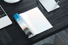 Compartimento aberto com as páginas vazias na tabela cinzenta Espaço vazio rendição 3d foto de stock