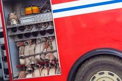 Compartimento all'aperto di un camion dei vigili del fuoco fotografie stock