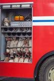 Compartimento all'aperto di un camion dei vigili del fuoco immagini stock libere da diritti