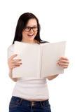 Compartimento de sorriso da leitura da mulher foto de stock royalty free