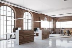 Compartimentos do escritório no canto de escritório do tijolo Fotos de Stock Royalty Free