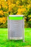 Compartimiento de basura en parque Imagen de archivo libre de regalías