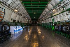 Compartimiento de carga del airlifter estratégico Antonov An-225 Mriya por Antonov Airlines Fotos de archivo libres de regalías