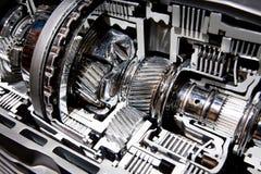 Compartimiento metálico gris de los engranajes en motor del coche Foto de archivo libre de regalías