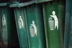 Compartimiento verde Deje en desorden por favor en compartimientos el símbolo Fotografía de archivo libre de regalías