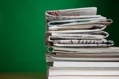 Compartimiento y periódico Fotos de archivo libres de regalías