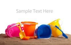 Compartimientos coloreados clasificados en la arena con el espacio de la copia Fotos de archivo