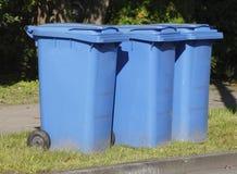 Compartimientos de reciclaje plásticos azules fotografía de archivo libre de regalías