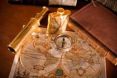 Compas antique et vieille carte Photographie stock