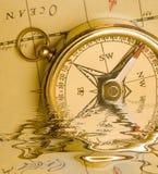 Compas de laiton de vieux type   Image stock