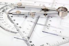 Compas et ensemble de grilles de tabulation images libres de droits