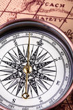 Compas et vieille carte Photo libre de droits
