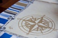 Compas gezeichnet auf Baumwollleinen Stockbild