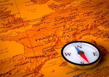 Compas sur la carte européenne Photo stock
