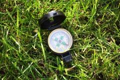 Compas van het leger op het gras Royalty-vrije Stock Foto's