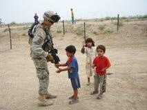 Compasión de un soldado Imagen de archivo