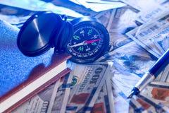 Compass на США 100 долларов с примечанием, ручкой Стоковые Изображения RF