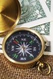 Compasso com dólares americanos Fotos de Stock Royalty Free