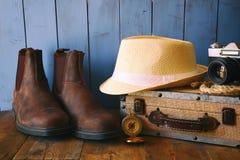 Compasso, corda, caminhando botas, câmera velha conceito do explorador Imagens de Stock Royalty Free