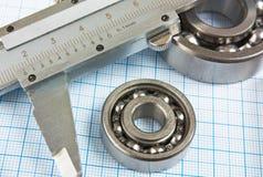 Compasso de calibre e um rolamento Fotografia de Stock Royalty Free