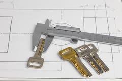 Compasso de calibre vernier e as chaves fotos de stock