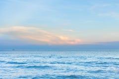 Compasso do bolso na praia do mar foto de stock royalty free