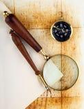 Compasso e magnifier Fotografia de Stock Royalty Free