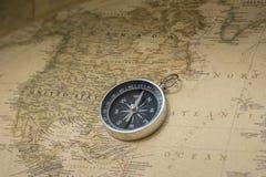 Compasso e mapa Imagens de Stock