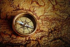 Compasso e um mapa Fotos de Stock