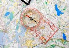 Compasso em um mapa Foto de Stock Royalty Free