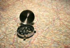 Compasso em um mapa Imagem de Stock Royalty Free
