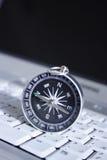 Compasso magnético em um portátil Foto de Stock Royalty Free