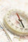 Compasso no mapa Imagens de Stock