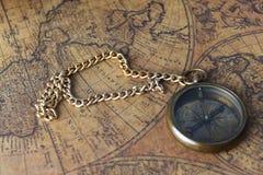 Compasso no mapa velho Fotografia de Stock Royalty Free