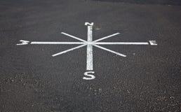 Compasso pintado na superfície de estrada Imagem de Stock Royalty Free