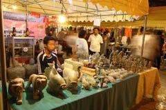 comperando nella pagoda dell'argento di Royal Palace di festa dell'indipendenza della Cambogia Immagini Stock