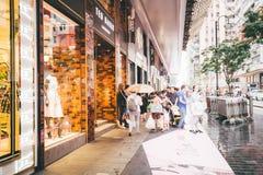Comperando sulla baia della strada soprelevata in Hong Kong, la Cina Immagini Stock Libere da Diritti